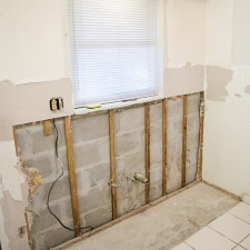 Bigstock_Replacing_Mouldy_Drywall_3500553